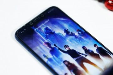柔性AMOLED屏幕是折叠手机和穿戴手机的突破关键